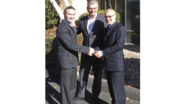 Von links nach rechts: Robert Paden, Präsident Sunbank, Jean-Luc Gavelle, Präsident der Esterline Connection Technologies (Souriau und Sunbank), Alain Durand, Vize-Präsident der Esterline Technologies-Gruppe.