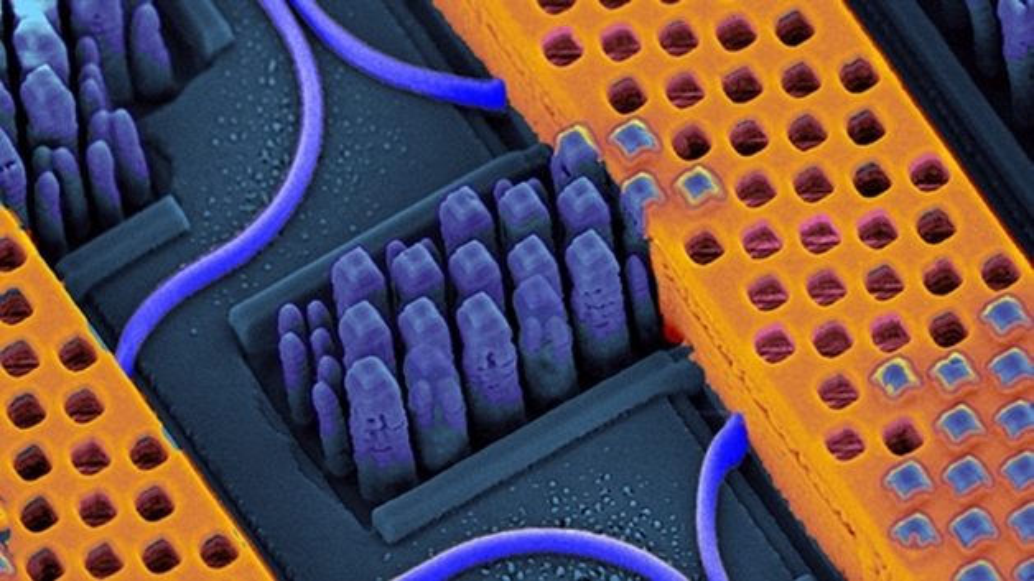 Mit der Nanophotonik-Technologie von IBM konnten Transceiver aufgebaut werden, die Datenübertragungsraten von 2,5 Gbit/s und Kanal erreichten.