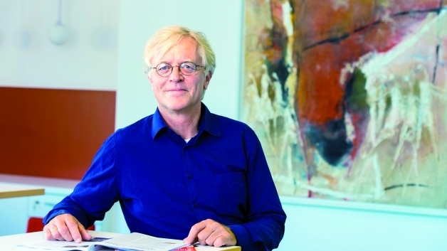 Dr. Jens Würtenberg ist Redakteur der Elektronik und dort zuständig für die Themen Distribution, Wirtschaft, Stromversorgungs-ICs, Optoelektronik sowie Forschung+Entwicklung.