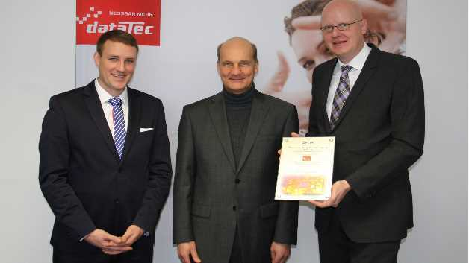 Hans Steiner (Mitte) erhält die Auszeichnung von Flir