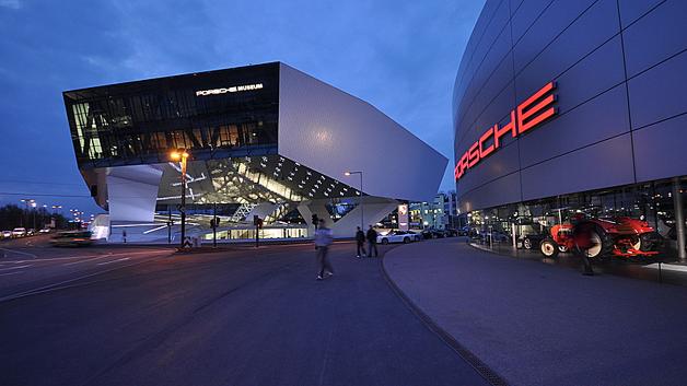 """Zur Gründung der Themenplattform """"Automotive Electronics, Infrastructure and Software"""" wählte der ZVEI das Stuttgarter Porsche-Museum als würdige Kulisse."""