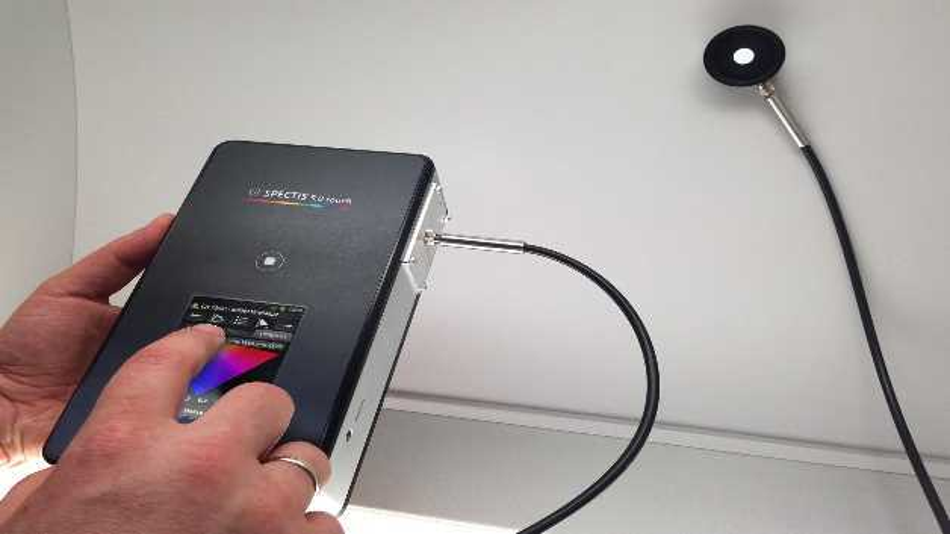Mit der Genauigkeit und Auflösung eines Laborgerätes punktet das kompakte Spektrometer »GL Spectis 5.0 Touch« von GL Optic