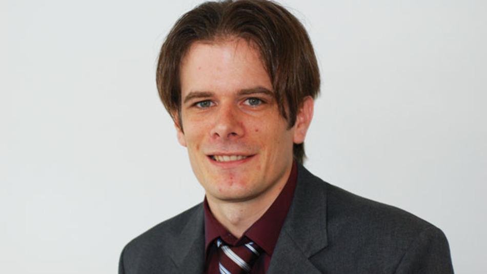 """Dr. Holger Althues ist Gruppenleiter """"Chemische Oberflächentechnologie"""" an der Abteilung Chemische Oberflächen- und Reaktionstechnologie des Fraunhofer-Institut für Werkstoff- und Strahltechnik IWS. Dort leitet er auch ein Team, das sich mit der Entwicklung von Lithium-Schwefel-Akkus beschäftigt."""