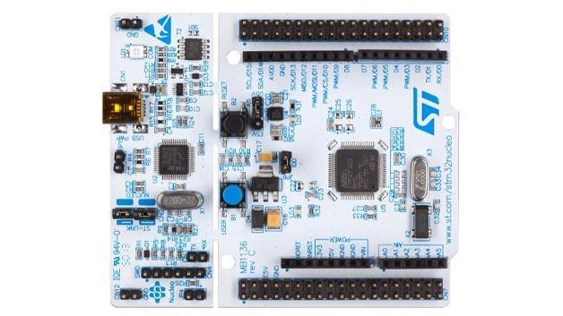 Das Entwicklungsboard STM32 Nucleo hat für Erweiterungen einen Arduino und einen Morpho-Steckverbinder.
