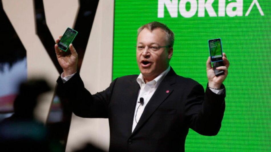 Stephen Elop zeigt Nokias erste Smartphones mit Android, dem Betriebssystem vom Erzrivalen Google.