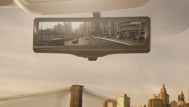 """Sieht aus wie ein normale Rückspiegel, basiert aber auf einem Kamerabild: Der """"Smart-Mirror"""" von Nissan."""