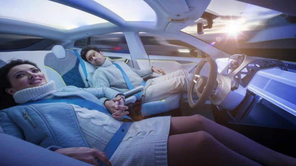 Bitte nehmen Sie eine entspannte Sitzhaltung ein: Die Konzeptstudie Rinspeed XchangE bietet vielfach verstellbare Sessel für alle Passagiere.