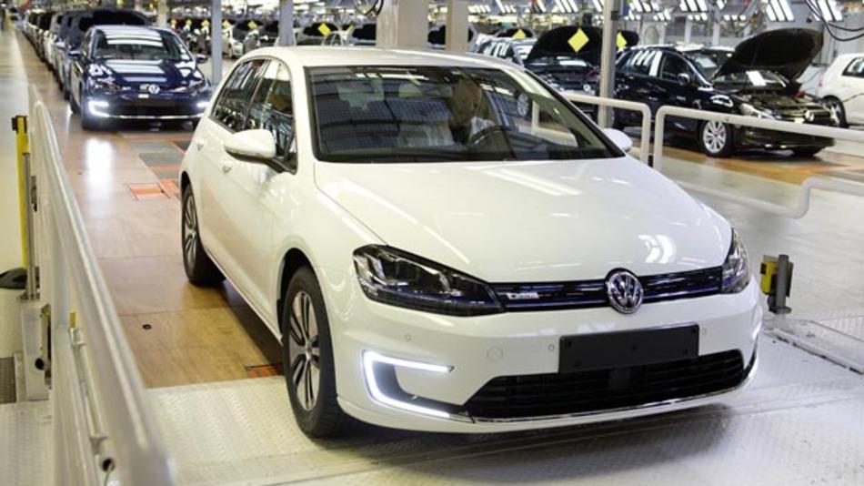 Bei Volkswagen ist der erste e-Golf vom Band gelaufen. Dieser ist seit Februar bestellbar.