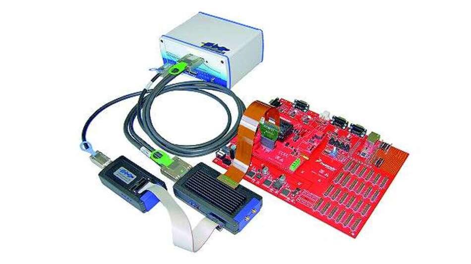 Bild 1: Das »Universal Access Device 3+« mit Aurora-Tracepod und 4 GByte Tracespeicher ermöglicht einen hohen Datendurchsatz bei gleichzeitig zuverlässiger Kopplung des Zielsystems