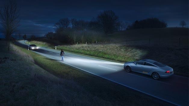 LED-Scheinwerfer mit intelligenter Lichtsteuerung, zum Beispiel von Automobilzulieferer Continental, ermöglichen eine große Zahl neuer Funktionen.