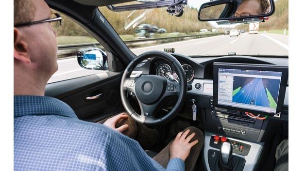 Hochautomatisiert fahren Bosch-Entwickler auf deutschen Autobahnen. Die Testfahrten helfen, die Funktionen in alltäglichen Fahrsituationen zu erproben und weiter zu verbessern.