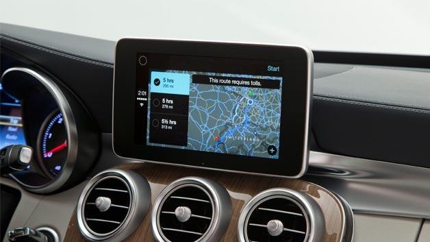 """Mercedes-Benz bringt das Infotainment-System """"CarPlay"""" von Apple ins Auto."""