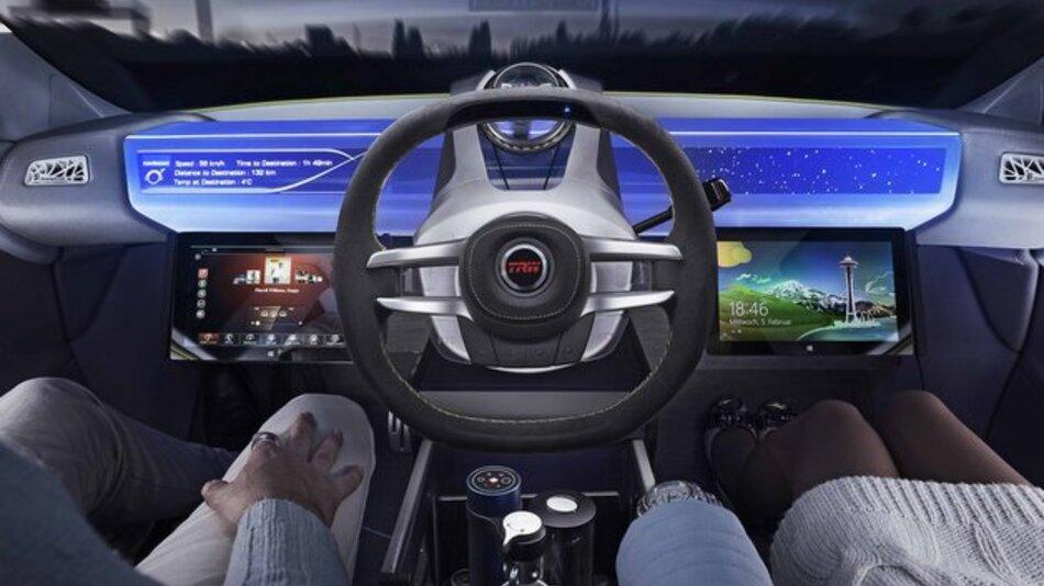 Das neuartige TRW-Lenkrad lässt sich im automatisierten Fahrmodus in der Fahrzeugmitte parken, sodass sich der Fahrer anderen Tätigkeiten widmen kann.