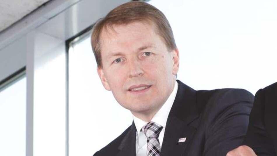 Klaus Meder, Automotive Electronics Bosch: »Das Internet-of-Things-and-Services wird den Einsatz von MEMS-Sensoren in Zukunft in ganz neue Stückzahl- und Umsatzbereiche führen, es stellt die dritte Welle der MEMS-Applikationen dar, nach Automotive und Consumer Electronics.«