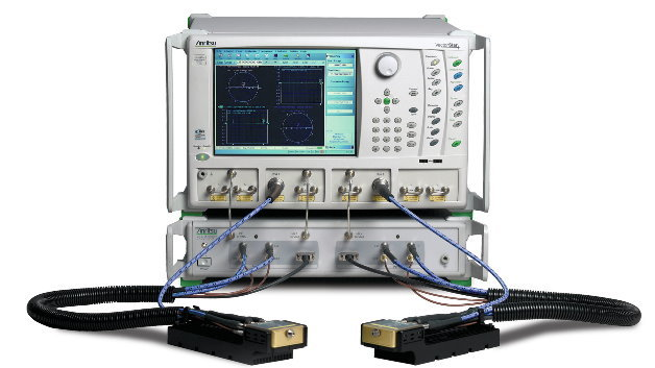 Abb. 1: Das Anritsu ME7838A Breitband-VNA-System deckt einen Frequenzbereich von 70 kHz bis 125 GHz ab