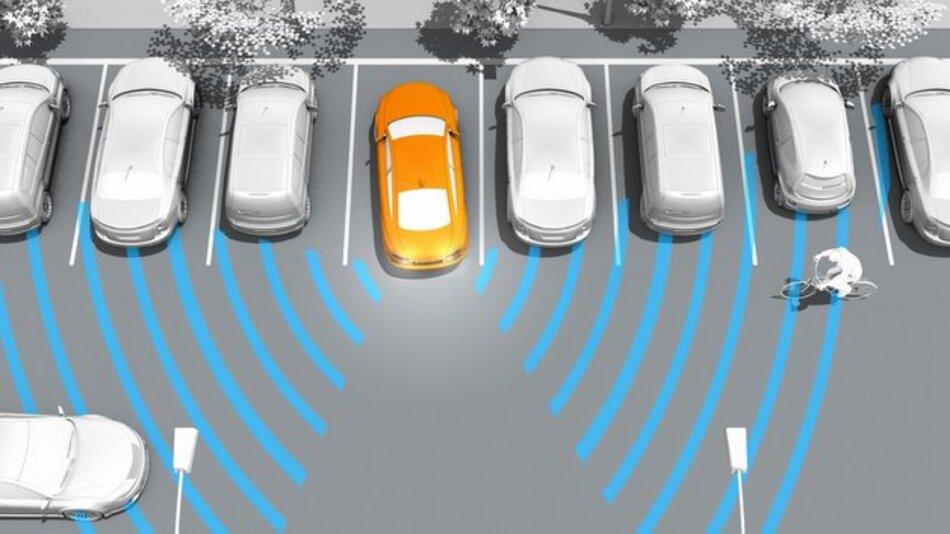 Die Ausparkhilfe Rear Cross Traffic Alert (RCTA) kann Unfälle mit querenden Fahrzeugen beim Ausparken vermeiden.