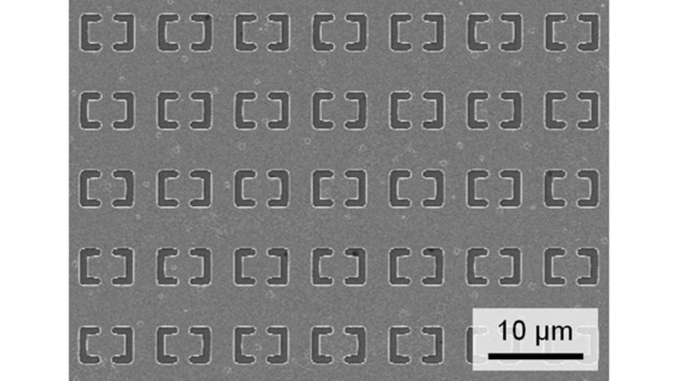 Die periodische Anordnung und die Größe der Resonatoren im Metamaterial bestimmen den detektierten Wellenlängenbereich.