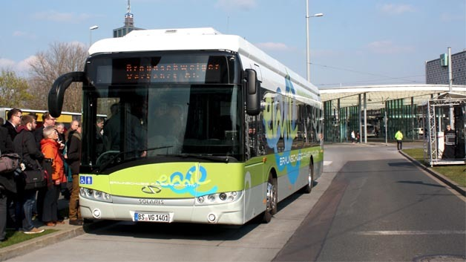 Auf der Linie M19 ist ab sofort ein induktiver Elektrobus unterwegs.