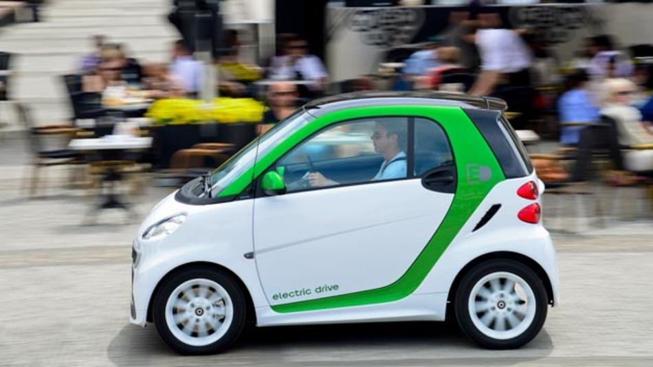 Daimler ist ab sofort Alleineigentümer der Li-Tec Battery, die Lithiumionen-Batteriezellen u.a. für den Smart Fortwo Electric fertigt.