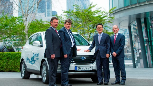 Bert de Colvenaer (Executive Director von FCHJU), Kit Malthouse (Londons Deputy Mayor für Business & Enterprise), Hyundai-Europapräsident Byung Kwon Rhim und Tony Whitehorn, CEO von Hyundai in England.