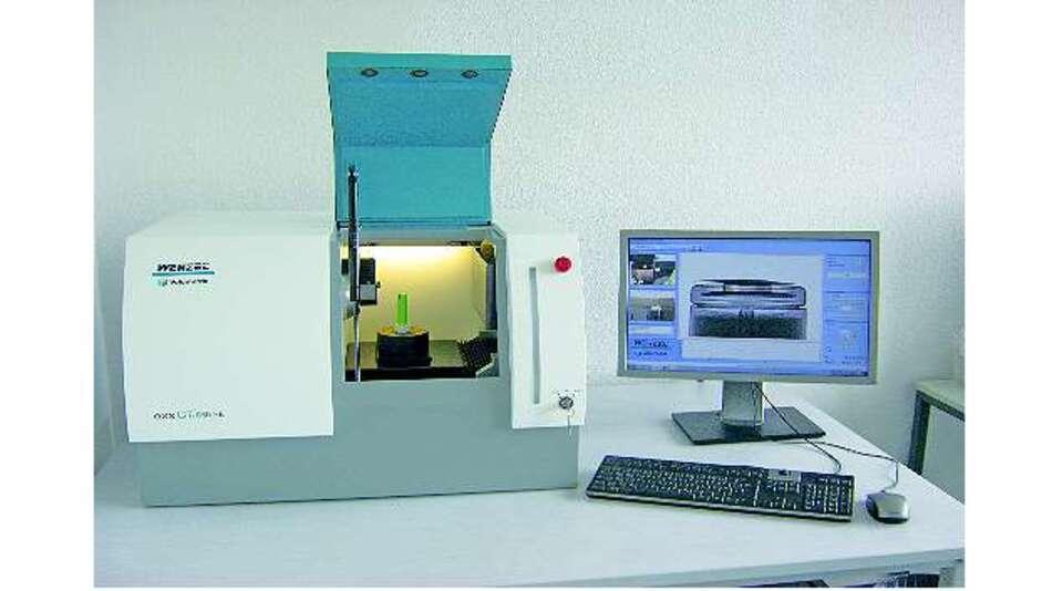Bild 1: Verwendeter Messaufbau der Hochschule Aschaffenburg. Der Computertomograph »exaCT S« von Wenzel ermöglicht den Blick ins Innere eines Akkumulators