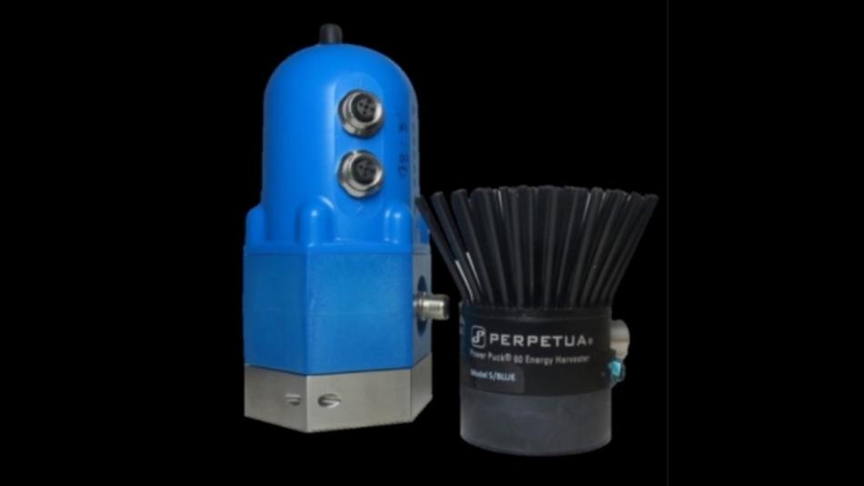 Ein thermoelectrischer Generator von Perpetua (rechts) neben einem Sensor-Funkknoten der GE Sensing and Inspection Technology GmbH.