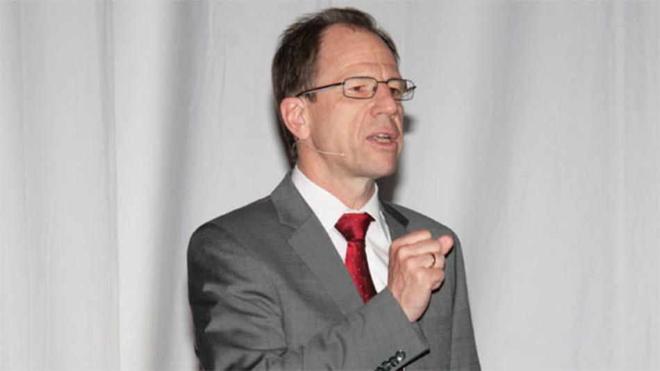 """Reinhard Ploss, CEO Infineon Technologies AG: """"Immer mehr High-Tech-Unternehmen weltweit wählen Europa als Forschungs- und Fertigungsstandort, weil hier Hochtechnologie, eine hervorragende Infrastruktur und Fachkompetenz in Industrie und Forschung optimal zusammenkommen."""""""