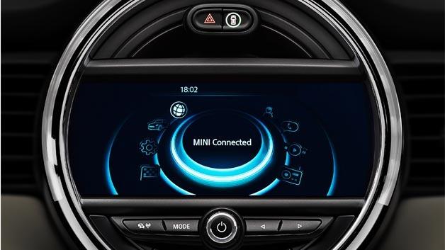 Das Infotainment-System MINI Connected XL Journey Mate stellt dem Fahrer für die jeweilige Fahrsituation relevante Informationen zur Verfügung.