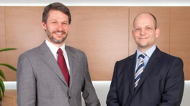 Dr.  Clifford Sell und Philip Poensgen von E-T-A Elektrotechnische Apparate