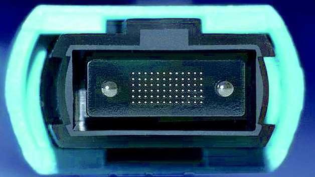 Bild 1: Die Ferrule des MPO-Steckers von tde umfasst 72 Fasern