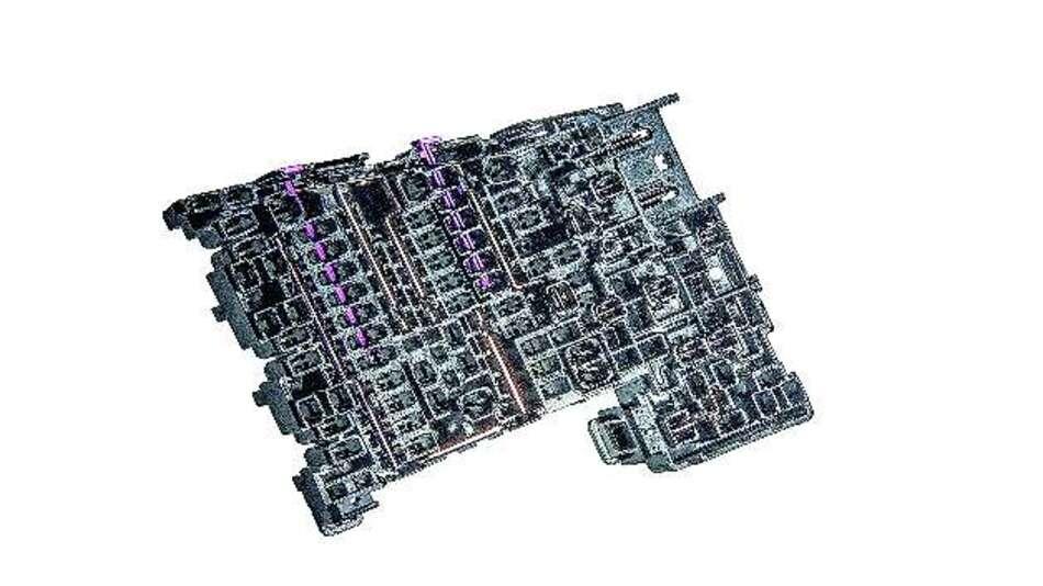 Bild 1: Kompletter Lastverteiler mit den integrierten Stromschienen