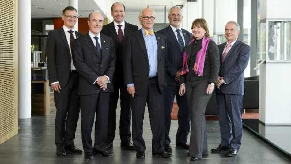 Der Verwaltungsrat der Endress+Hauser Gruppe (von links): Dr. Heiner Zehntner (Sekretär), Fernando Fuenzalida, Thomas Kraus, Klaus Endress (Präsident), Hans-Peter Endress, Antonietta Pedrazzetti und Prof. Dr. Georg Bretthauer. Es fehlt Dr. Klaus Eisele.