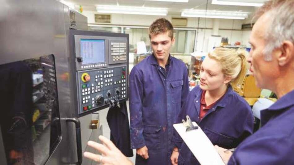 Auch seltene Meister, wie der Systemelektrotechniker-, der Informationstechniker- und der Elektrotechnikermeister für Kommunikation und Sicherheit, sind im Angebot.