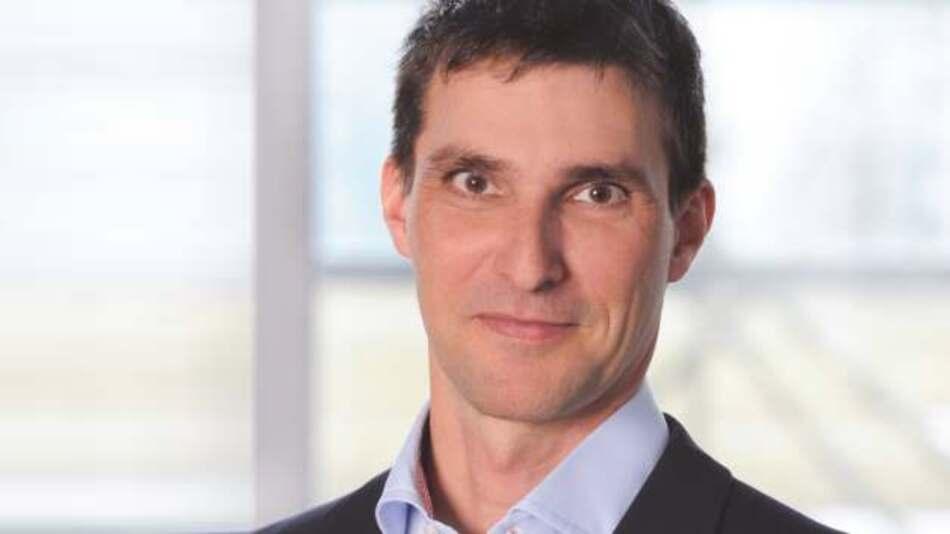 Jürgen Spänkuch, Infineon: Unser Chip schützt Industrieelektronik vor Sabotage, erhöht die Datensicherheit und bietet Schutz gegen den unerlaubten Zugriff auf immer stärker vernetzte Systeme wie im Internet der Dinge.