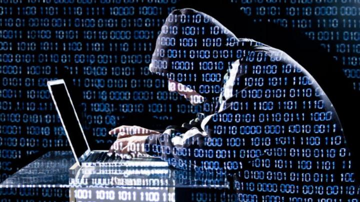 Hacker am PC-