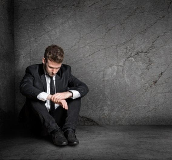 Auf die Kündigung reagieren Mitarbeiter unterschiedlich – manche geschockt, manche gelassen, manche wütend. Diese Emotionen dürfen sein und sind verständlich. Es braucht Zeit, das zu verarbeiten - diese Zeit sollten Chefs gewähren.
