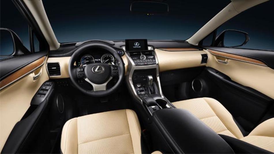 Sicherheit wird groß geschrieben: Der NX  verfügt serienmäßig über eine adaptive Geschwindigkeitsregelung, die in Kombination mit dem Pre-Crash-Safety-System das Fahrzeug bei Bedarf selbsttätig bis zum Stillstand abbremst.
