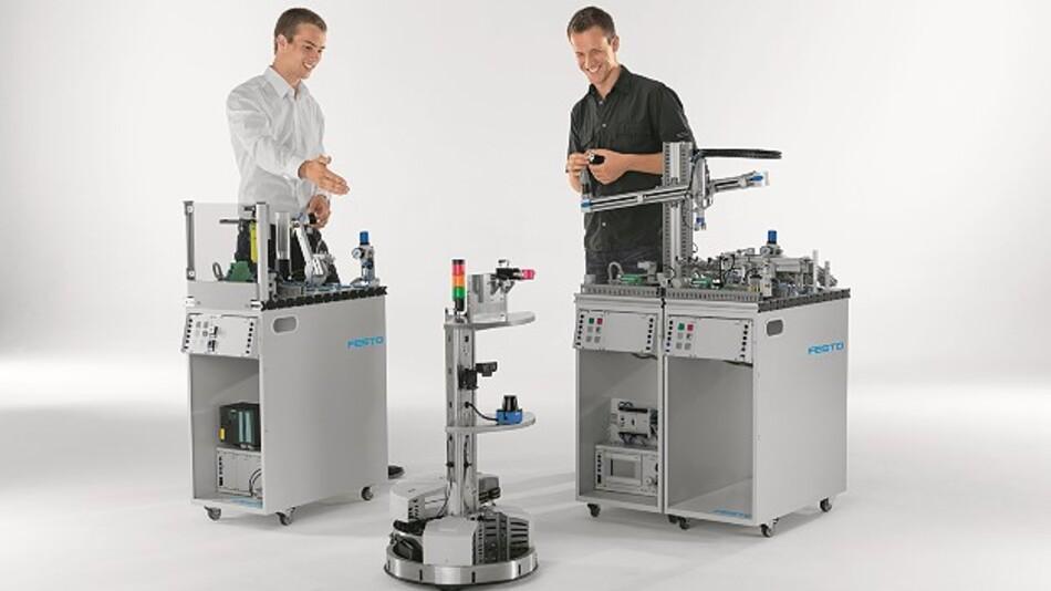 Plug&Produce in der praktischen Anwendung: Die Demonstrationsanlage für »AutoPnP« zeigt, wie sich Rüstzeiten in der Produktion minimieren lassen und wie die Wandlungsfähigkeit der Fabriken erhöht werden kann.