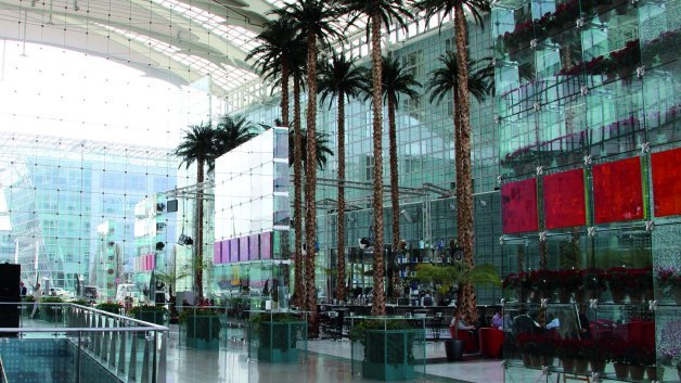Der traditionelle Rahmen der Veranstaltung: Die Eingangshalle des Hotels Kempinski Airport am Flughafen München.