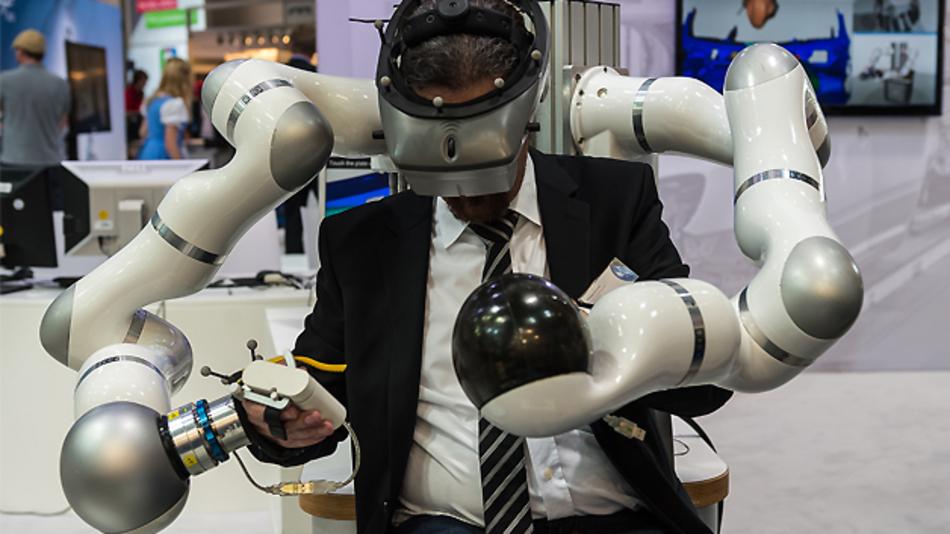 Die Kooperation zwischen Mensch und Maschine stand im Fokus der Automatica 2014.