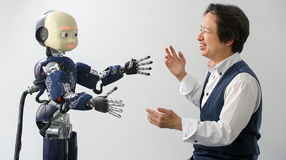 Prof. Gordon Cheng leitet das Institut für Kognitive Systeme, Technische Universität München. Die Inspiration für das Projekt »Walk again« und somit für die Sensorhaut resultierte aus einer Zusammenarbeit Chengs mit Prof. Nicolelis aus dem Jahr 2008. Damals ließ Nicolelis einen Affen auf einem Laufband gehen, und mit Hilfe von dessen Hirnsignalen brachte Cheng seinen humanoiden Roboter in Kyoto zum Laufen.
