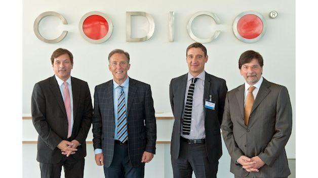 Sven Krumpel, CEO CODICO; Michael LeGoff, CEO Plessey; Giuliano Cassataro, Plessey EMEA Sales Consultant; Michael Frömel, CODICO Verkaufsleiter Aktive Bauelemente (von links nach rechts)