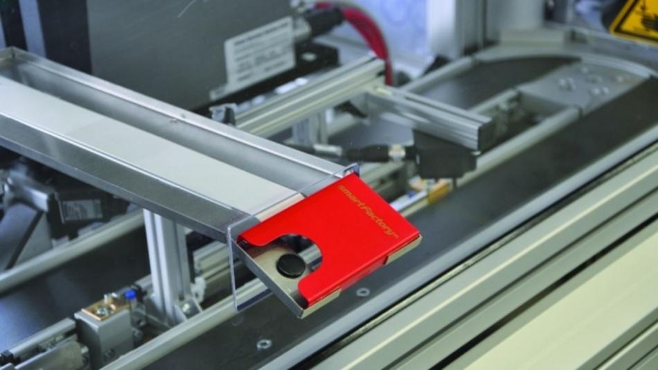 Am Beispiel der Produktion eines Visitenkartenhalters demonstrierte Lapp die durchgängige Verwendung von Industrial Ethernet als Kommunikationsmedium, und zwar im Rahmen des Forschungsprojekts SmartFactoryKL.