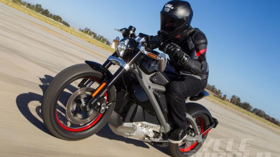 Das Elektro-Motorrad »Project LiveWire« von Harley-Davidson beschleunigt in unter vier Sekunden von 0 auf 100.