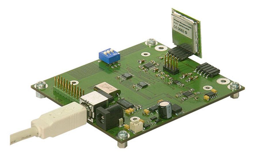 Bild 4. Starter Kit ST-100 mit ADC, Verstärker und USB-Schnittstelle. Ein Radarmodul befindet sich im Stecksockel X1.