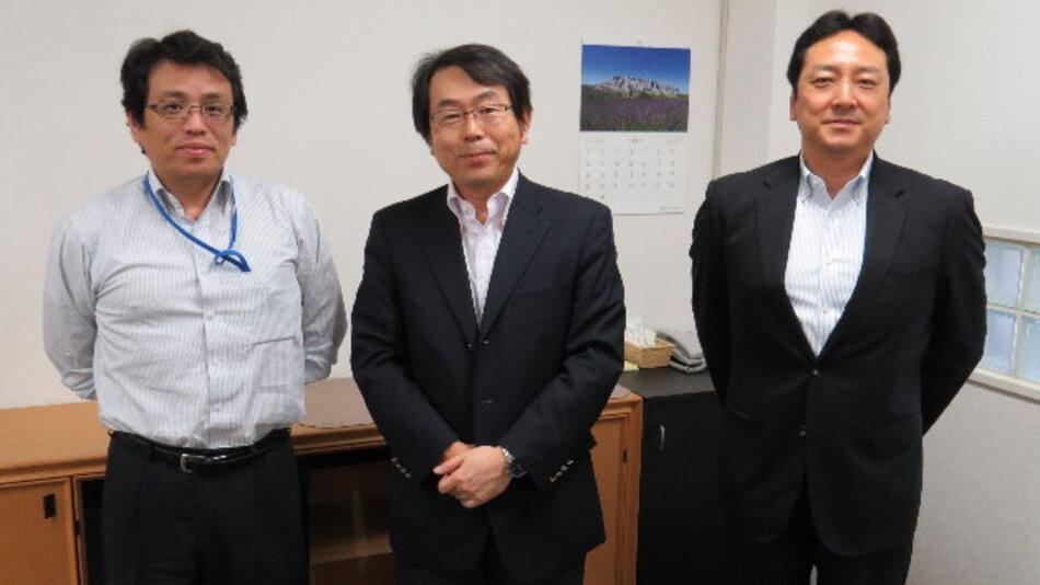 Executive Vice President Yoshikazu Yokota (Mitte) mit seinen Mitarbeitern Akira Denda und Masahiko Kashimura, die er zum Elektronik-Interview mitbrachte.