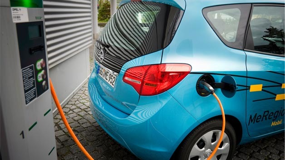 Elektrofahrzeug mit bidirektionalem Lade-Management: Opel Meriva der iZeus-Flotte.