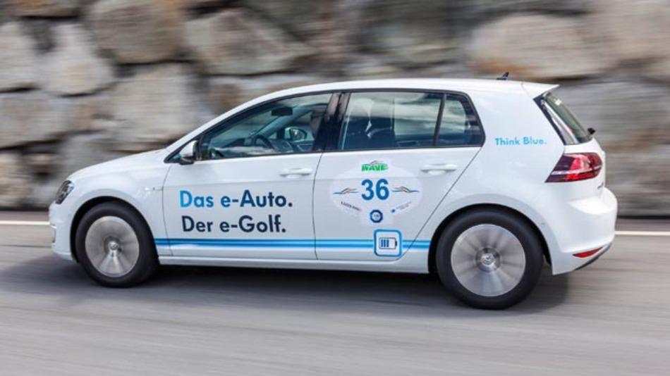 Volkswagen will Elektromobilität für den Fahrer komfortabler gestalten und startet dazu das Projekt Mobilitätskarte.