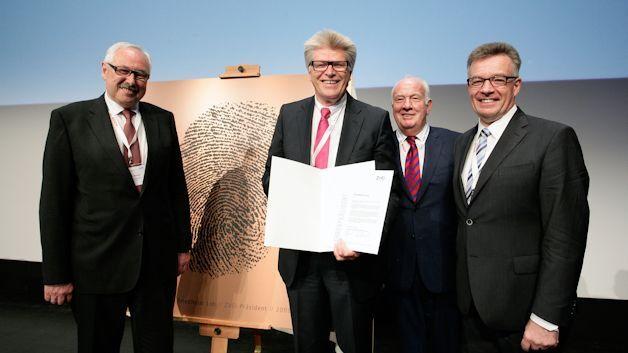 Friedhelm Loh zum ZVEI-Ehrenpräsidenten gewählt