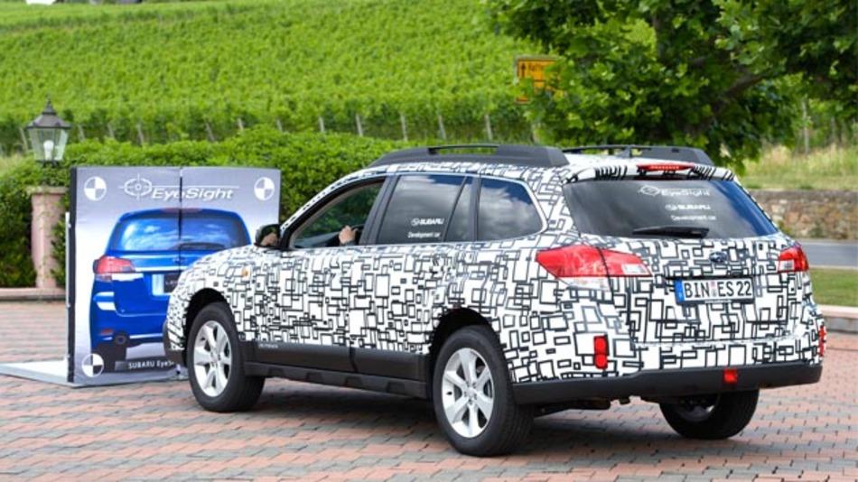 Das Fahrerassistenzsystem Eyesight von Subaru arbeitet mit Umgebungsdaten aus einer Steoreokamera.